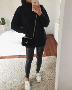- Source by dedejeffson - Casual Winter Outfits, Winter Fashion Outfits, Classy Outfits, Look Fashion, Stylish Outfits, Woman Fashion, Fashion Tips, Legging Outfits, Leggings Outfit Winter