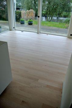 Maple tapis stofvrij schuren. www.postmusparket.nl