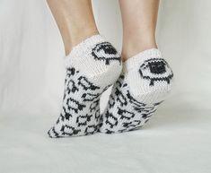 Ravelry: Sauetøfler / Sheep slippers pattern by Gurimalla Design Knitting Basics, Knitting Projects, Knitting Patterns, Baby Slippers, Bedroom Slippers, Rainbow Dog, Yarn Crafts, Knitting Socks, Sheep