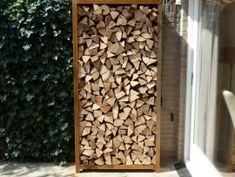 De houtopslagen van cortenstaalproducten.nl worden vervaardigd uit 2mm Corten-A staal. De houtopslagen worden vaak gebruikt als tuinafscheiding of windbescherming. Firewood Holder, Firewood Storage, Outside Living, Outdoor Living, Wood Shed, Backyard, Patio, Gras, Pergola