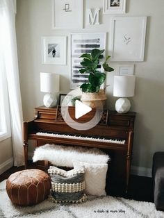 The piano is often the odd piece of furniture in the room that nobody knows how to decorate around. Here are 10 amazing ways to decorate around your piano! Piano Living Rooms, Formal Living Rooms, Living Room Furniture, Dining Room, Piano Vertical, Piano Room Decor, Front Room Decor, The Piano, Home Music Rooms