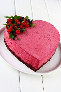 Taivaallinen mustaherukkamoussekakku - Suklaapossu Cake Recipes, Dessert Recipes, Home Bakery, Valentines Food, Mousse Cake, Piece Of Cakes, Cheesecake, Deserts, Food And Drink