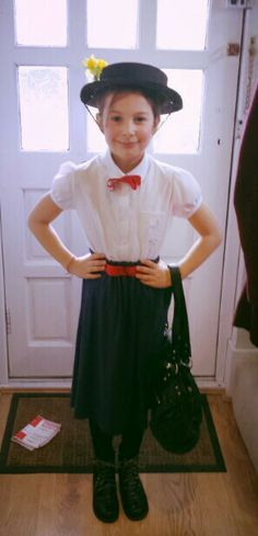 Kara wants to be Mary Poppins for Halloween Mary Poppins Outfit, Mary Poppins Costume Kids, Mary Poppins Kostüm, Mary Poppins Fancy Dress, Book Costumes, World Book Day Costumes, Book Week Costume, Diy Costumes, Costume Ideas