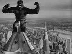 King Kong (Merian C. Cooper & Ernest B. King Kong 1933, Great Films, Classic Hollywood, Movie Monsters, Classic Monsters, Movies, King, Living In New York, Wonders Of The World