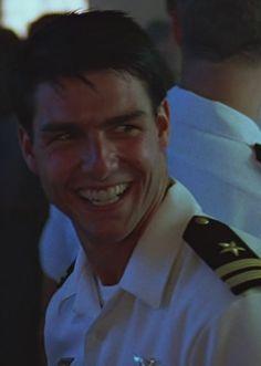 Tom Cruise, Naval Intelligence, 1980s Films, Bae, Great Smiles, Top Gun, Celebrity Dads, Fine Men, Interesting Faces