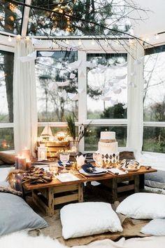 Luminaire en bois de grève au dessus de la table extérieure... à faire!