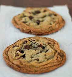 I have the absolute most perfect chocolate chip cookie recipe to share today. The best part is, it only makes two cookies. So you can indulge in these single serving cookies without having a huge batch sitting around to tempt you. They also whip up very q Cookie Desserts, Just Desserts, Delicious Desserts, Dessert Recipes, Yummy Food, Single Serve Desserts, Single Serve Cookie, Dessert Healthy, Giant Cookie Recipes