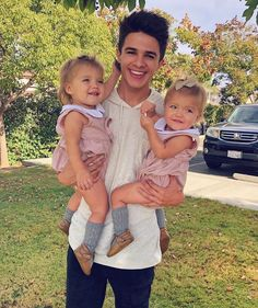 Why do guys look cute when they play with kids? Brent Rivera, Cute Twins, Cute Babies, Rivera Family, Taytum And Oakley, Siblings Goals, Cute Kids Pics, Cool Illusions, Famous Youtubers