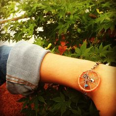 Clever way to incorporate a dream catcher... Might be making some of these!