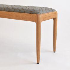 ミナペルホネンファブリック「タンバリン」を使った木製ベンチ「P-bench」。 京都・宇治の家具店enstol(エンストル)のオリジナル椅子×ミナペルホネンファブリックの組み合わせ。 ベンチもミナの生地もともに、経年変化が楽しめるつくり。 長く大切に愛用できるベンチです。 #ベンチ #ダイニングベンチ #フィンユール #子ども椅子 #ミナペルホネン #無垢 #京都 #日本製 #chair #minaperhonen #japan #北欧インテリア #おしゃれなインテリア #おしゃれ #つくりのいいもの #職人 #ものづくり #ロングライフデザイン #tambourine #タンバリン