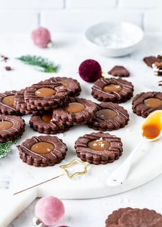 Chocolate Boy with Salted Caramel Recipe Cookies .- Schokoladen Spitzbuben mit Salted Caramel Rezept Plätzchen backen Karamell Weih… Chocolate Spitzbuben with Salted Caramel Recipe Cookies bake Christmas caramel - Pumpkin Cheesecake Recipes, Easy Cookie Recipes, Baking Recipes, Salted Caramel Chocolate Cake, Chocolate Caramels, Chocolate Cheese, Biscuits Au Four, Pumpkin Scones, Caramel Recipes