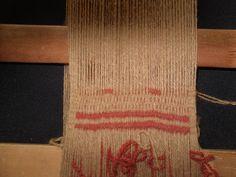 PASO A PASO N° 12 ÑIMIN (HILOS FLOTANTES)   reflejos aborígenes Textiles, Weaving, Reusable Tote Bags, Blog, Home Decor, Fabric Samples, Weaving Techniques, Inkle Loom, Tiny Little Houses