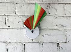 A good-looking clock can be a great way to embellish plain looking walls, apart from reading time. How about owning a clock that gives birth to a 3D movement as the hands move ahead? Studio Ve has designed a unique looking clock that has fetched heavy inspiration from Riemann surfaces, which is a mathematical system and log (z) function. Christened the Manifold Clock, both the hands of the clock have been connected with a supple surface that gives it an attention grabbing existence.
