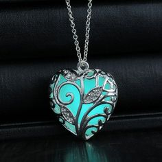 As if plucked from a fairy tale, this enchanting heart pendant will surely leave you spellbound. Beautiful in its pearl white colored state this pendant holds a secret. In darkness it glows in lustrou