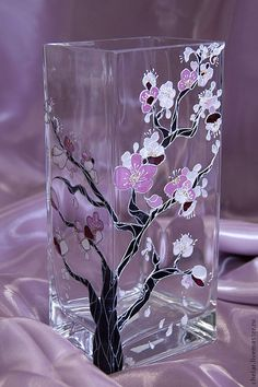 Discover thousands of images about Top Cool Ideas: Vases Tattoo small vases centerpiece.White Vases Counter Tops old vases twine. Glass Bottle Crafts, Bottle Art, Genius Ideas, Glass Painting Designs, Painted Glass Vases, Paper Vase, Hand Painted Wine Glasses, Vase Shapes, Motif Floral