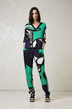 1432440358 TOP  1432450369 TROUSERS