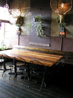 roebling tea room...table....love the walls