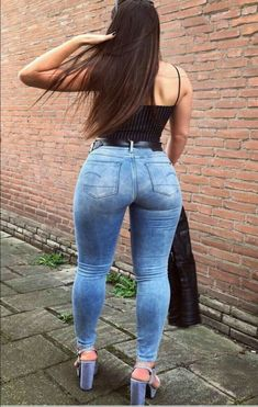 A place to post pics Of girls on sexy panties, wedgies, spanking, vpl, tight jeans and more. All pics are stuff i find everywhere Sexy Jeans, Curvy Jeans, Skinny Jeans, Sexy Outfits, Sexy Dresses, Beste Jeans, Curvy Women Fashion, Girls Jeans, Selfies