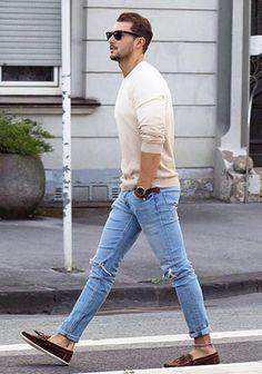 【30代・40代×春の休日】ベージュセーター+ブルージーンズの着こなし(メンズ) | Italy Web