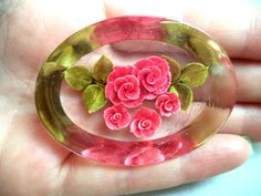 STUNNING VINTAGE ESTATE REVERSE CARVED LUCITE FLOWER BROOCH!!! 6465H
