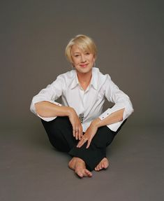 Helen Mirren, the very definition of aging gracefully. Helen Mirren, the very definition of aging gracefully. Helen Mirren, Die Definition, Dame Helen, 50 And Fabulous, Actrices Hollywood, Advanced Style, Ageless Beauty, Aging Gracefully, Older Women