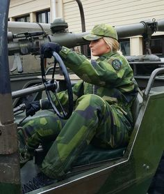Swedish 🇸🇪Female Soldier Related posts:Inspirational 28 Long stylish and practical hairstyles that you can do in 5 minutes Army Medals, Female Army Soldier, Military Women, Military Female, Swedish Army, Outdoor Girls, Military Weapons, Military Uniforms, Military Girl