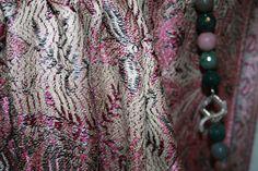 Agata muschiata e argento su foulard di cachemire e seta...