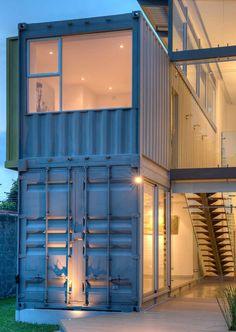 Quelques exemples de constructions en containers :   #maison #container http://www.novoceram.fr/blog/architecture/construction-maison-container