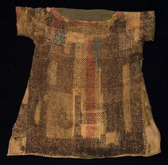 This tunic is made from check pattern wool with linen. It is cm high and 77 cm wide. The neckline is decorated with rolled wool fabric, which is gathered into a button at the end. The tunic wa… Medieval Clothing, Historical Clothing, Triangle Shirtwaist Factory Fire, Textiles, Second Hand Clothes, Darning, Fashion History, Arab Fashion, Fashion Women