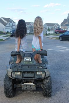 Best friends photography, four wheeler, Fourth of July. Faith Waggener and Elizabeth Strasko.