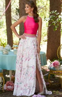 Shop for Mori Lee prom dresses and bridesmaids gowns at Simply Dresses. Long evening gowns and ball gowns for prom and pageants by Mori Lee. Mori Lee Prom Dresses, Girls Formal Dresses, Mermaid Prom Dresses, Party Dresses, Wedding Dress Topper, Cream Wedding Dresses, Evening Dresses For Weddings, Evening Gowns, Vestidos