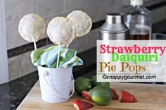 Strawberry Daiquiri Pie Pops, is a great Cinco de Mayo recipe for an inspired Mexican dessert or snack! This pie pop recipe is also a great dessert or treat for Mother's Day! What mom wouldn't wan. Great Desserts, Mini Desserts, Pie Pops, Rum Extract, Sweet Pie, Mini Pies, Strawberry Desserts, Daiquiri, How To Make Cake