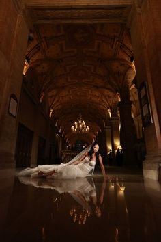A glamorous Palm Beach wedding at The Breakers never fails to make us swoon especially when it has a classic and timeless vibe. Breakers Palm Beach, The Breakers, Palm Beach Wedding, Strictly Weddings, Pink Bridesmaid Dresses, Pink Accents, City Style, White Roses, Cute Couples