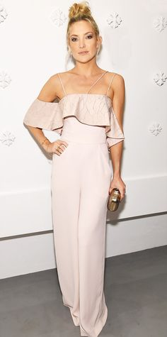 Kate Hudson looks feminine and flawless in a blush-colored Paper London jumpsuit with a layer of frill around her chest. The outfit is loose but shows off her gorgeous decolletage area, and she adds a topknot to add a playful edge. Kate Hudson, Jennifer Hudson, Celebrity Red Carpet, Celebrity Look, Celeb Style, Celebrity News, Corinna Zu Sayn Wittgenstein, Carrie Bradshaw, Pink Jumpsuit