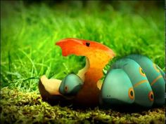 Minuscule - Caterpillars in pairs