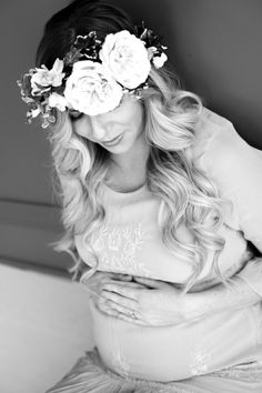 maternity photo shoot, maternity photo shoot ideas, maternity photo shoot poses, pregnancy photos, pregnant belly photos, lace maternity dress, floral crown