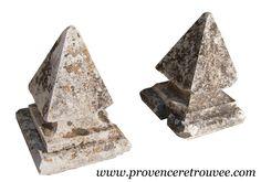 Paire de chapiteaux ancien en pierre piliers.