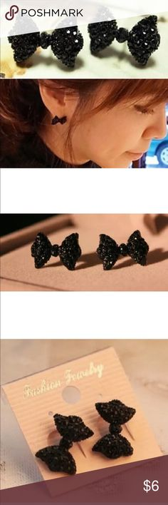 Pretty Sparkle Bow Stud earrings Material:Metal Alloy & Rhinestone Color:Black Qty: 1 pair  Bowknot size: App 1.7cm x  1.2cm packages include: 1pair x Black Crystal Rhinestone Bownot Earring  E5 Jewelry Earrings