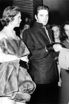 Elvis between his girlfriend & fans