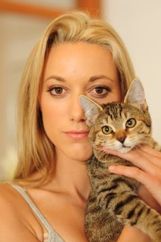 #ZoiePalmer. She plays Lauren on Lost Girl. Tall, Blonde, gorgeous brown eyes, and loves cats... Score!