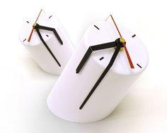 Minimalist Aluminium Clock by Peleg Design | http://www.designrulz.com/product-design/deco/2011/09/minimalist-aluminium-clock-by-peleg-design/