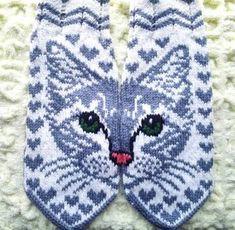 Жаккардовые узоры для варежек спицами (схемы) Knitting Paterns, Knitting Charts, Knitting Socks, Hand Knitting, Yarn Projects, Knitting Projects, Crochet Projects, Mittens Pattern, Knit Mittens