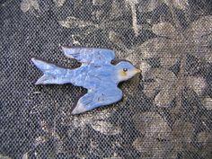 青いツバメのブローチ 幸せの飛ぶ鳥 - Petit Bois