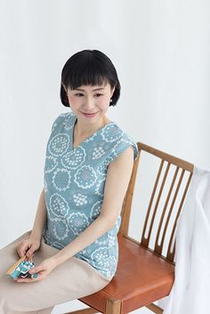 Sleeveless tops in Takashima Chizimi crepe cotton are great when it's too warm for a regular t-shirt. It's good for layering underneath other garments in transition weather. Sleeveless Tops, Yukata, Kyoto, Textile Design, Layering, Stitches, Women's Clothing, Women Wear, Textiles