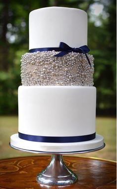 Wedding cake - nice and simple with pearl glitzy middle layer