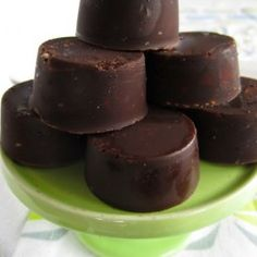 A simple, yummy but healthy chocolate (candy) recipe. - Healthy Coconut Oil Chocolate