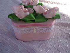 Rózsával díszített doboz