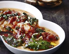 Lækker og enkel ret med en skøn fast fisk, som har god smag af hakkede tomater og krydderier
