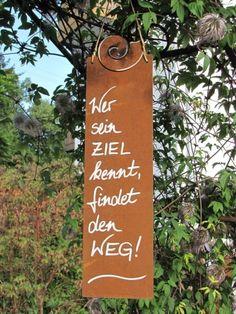 """Edelrost Schild mit Schnecke """"Ziel"""" Wunderschönes Edelrost Schild mit einer Schnecke als Dekoration für Haus und Garten. Auch als Geschenk für gute Freunde und Bekannte eine tolle Idee. Das Schild ist zum Hängen und wird inkl. Bastband geliefert. Das Edelrost Schild ist mit folgendem Spruch versehen: """"Wer sein Ziel kennt, findet den Weg"""" Größe: Höhe: 42 cm Breite: 10 cm Preis: 13,- €"""