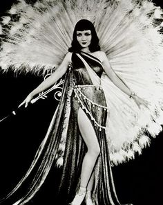 Claudette Colbert as Cleopatra. Beautiful gown, perfect for me